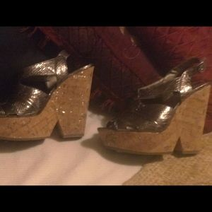 BCBG corkscrew wedges